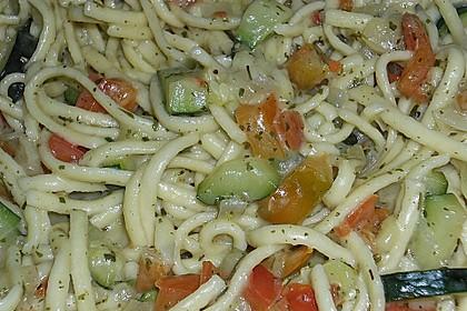 Zucchini-Paprika Nudeln 9
