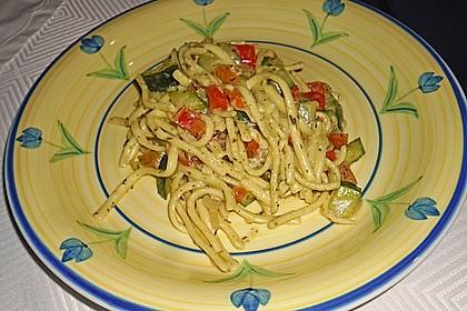 Zucchini-Paprika Nudeln 7