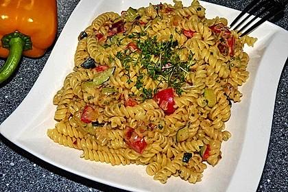 Zucchini-Paprika Nudeln 2