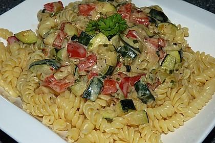 Zucchini-Paprika Nudeln