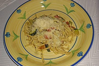 Zucchini-Paprika Nudeln 4
