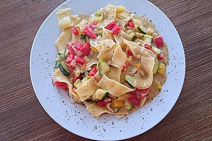 Zucchini-Paprika Nudeln 1