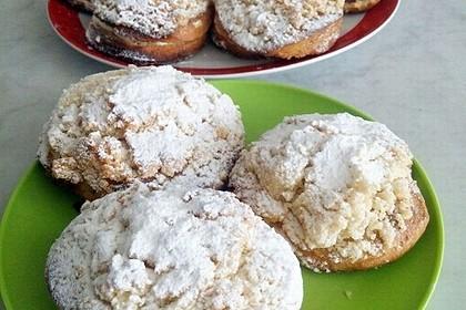Hefe-Streuselteilchen mit Pudding  und Sahne 3