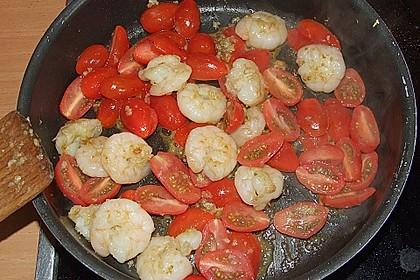 Feldsalat mit Garnelen und Tomaten 8