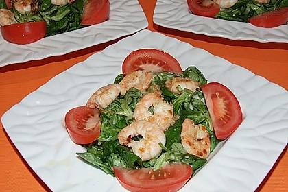 Feldsalat mit Garnelen und Tomaten 2