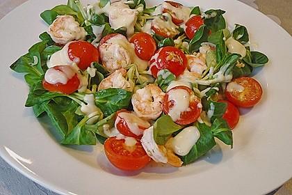 Feldsalat mit Garnelen und Tomaten 0