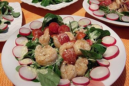 Feldsalat mit Garnelen und Tomaten 10