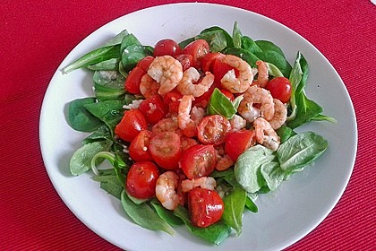 Feldsalat mit Garnelen und Tomaten 7