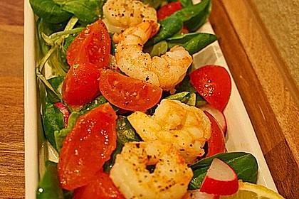 Feldsalat mit Garnelen und Tomaten 3