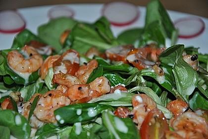 Feldsalat mit Garnelen und Tomaten 12