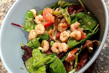 Feldsalat mit Garnelen und Tomaten 13