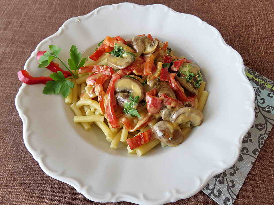 pasta mit champignon paprika pfanne rezept mit bild. Black Bedroom Furniture Sets. Home Design Ideas