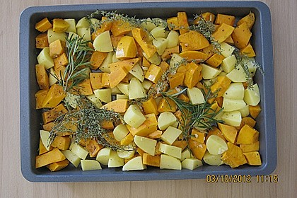 Kürbis, Kartoffeln und Hähnchenschenkel aus dem Backofen 61