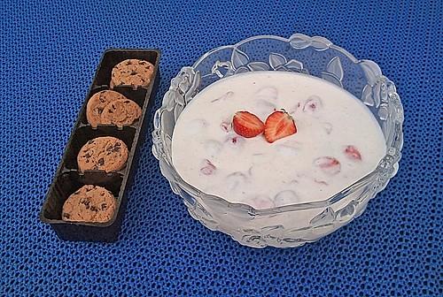erdbeer joghurt mit cookies rezept mit bild von kristina l. Black Bedroom Furniture Sets. Home Design Ideas