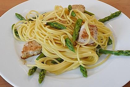 Spaghetti mit grünem Spargel und Putenbrustfilet
