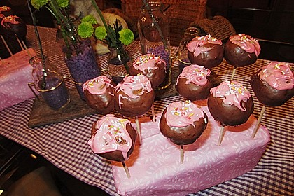 Chocolate Cupcake Cake Pops 63
