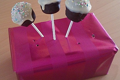 Chocolate Cupcake Cake Pops 36