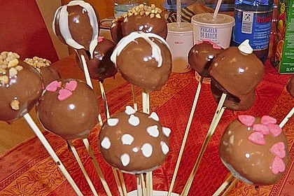 Chocolate Cupcake Cake Pops 77