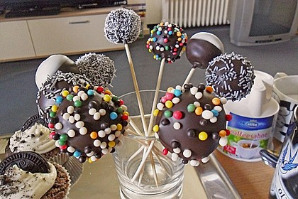 Chocolate Cupcake Cake Pops 38