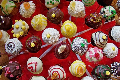 Chocolate Cupcake Cake Pops 35