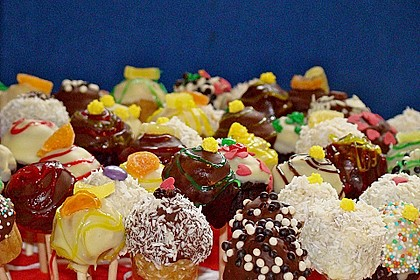 Chocolate Cupcake Cake Pops 26