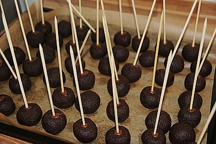 Chocolate Cupcake Cake Pops 59
