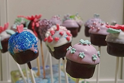Chocolate Cupcake Cake Pops 21