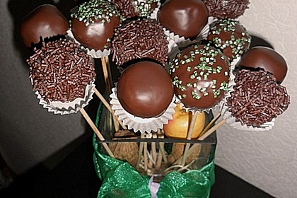 Chocolate Cupcake Cake Pops 30