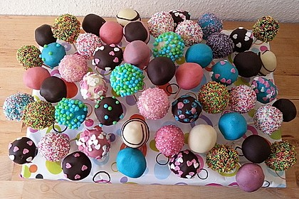 Chocolate Cupcake Cake Pops 9