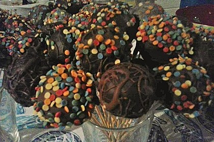 Chocolate Cupcake Cake Pops 73