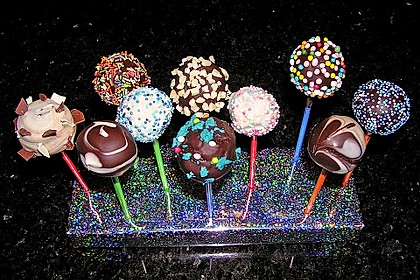 Chocolate Cupcake Cake Pops 40