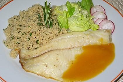 Kräuter-Couscous mit gebackenem Fisch auf Orangen-Schokoladen Sauce