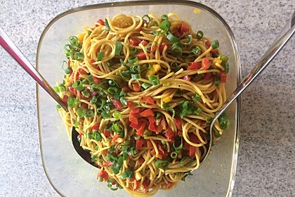 Spaghetti-Curry-Salat 1