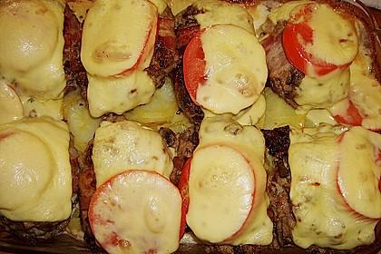 Frikadellen im Speckmantel auf Kartoffelgratin 4