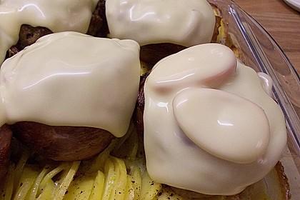 Frikadellen im Speckmantel auf Kartoffelgratin 7