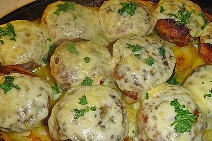 Frikadellen im Speckmantel auf Kartoffelgratin 5