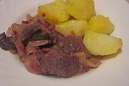 Rindfleisch in pikanter Rotwein-Sauce