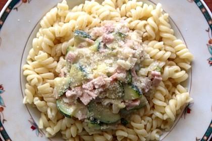 Die berühmten Zucchini-Frischkäse-Nudeln 5