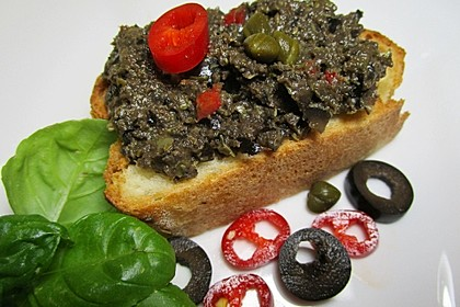 Crostini mit Oliven-Tapenade 1