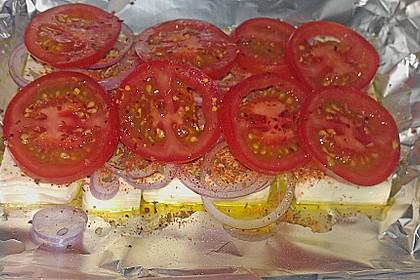 Feta mit Zwiebeln und Tomaten in Alufolie 1
