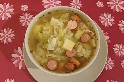 Kohlsuppe mit Frankfurtern