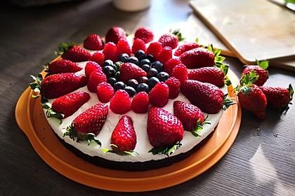 Brownie-Torte mit Beeren 8