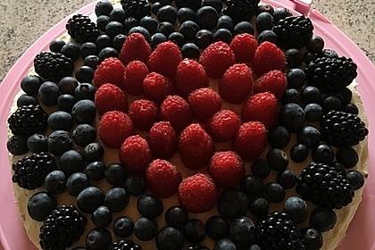 Brownie-Torte mit Beeren 25