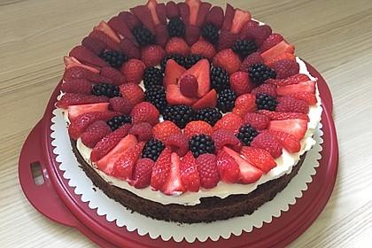 Brownie-Torte mit Beeren 18
