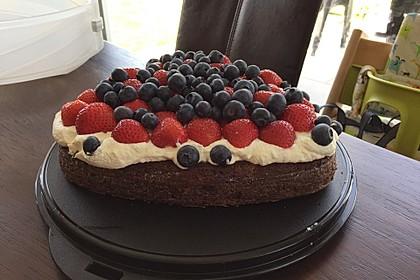 Brownie-Torte mit Beeren 26