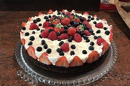 Brownie-Torte mit Beeren 5