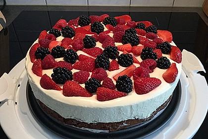 Brownie-Torte mit Beeren 9