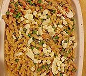 Nudelauflauf mit Erbsen, Tomaten und Mozzarella (Bild)
