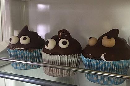 Schokoladenmuffins mit einem Marshmallowhut 97