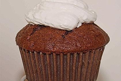 Schokoladenmuffins mit einem Marshmallowhut 60